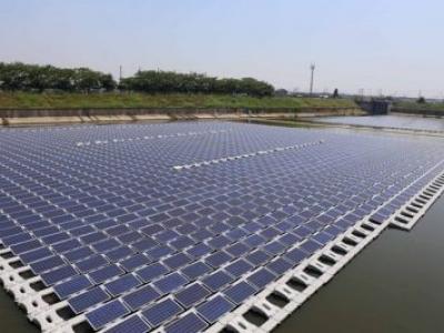 Usinas solares flutuantes oferecem solução para reduzir queda nos níveis dos reservatórios