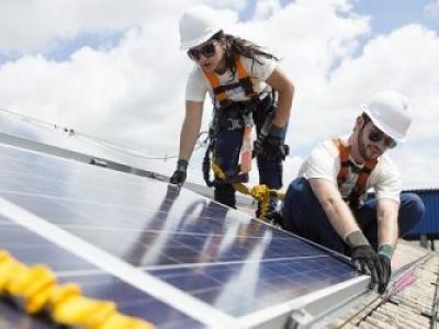 Pesquisa revela que brasileiros querem ter placa solar no telhado