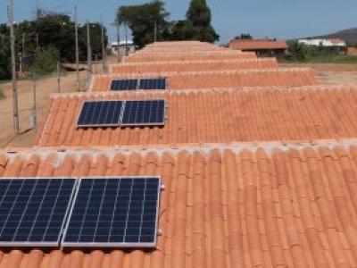 Governo de Goiás cria projeto Casa Solar para instalar energia solar em unidades habitacionais