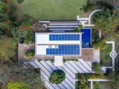 Embaixada da Suíça instala 700m² de placas de energia solar no DF