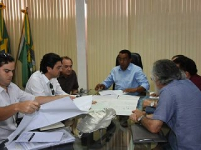 Projeto de implantação de Usina Solar Fotovoltaica (USF) é apresentado ao prefeito Joel Rodrigues