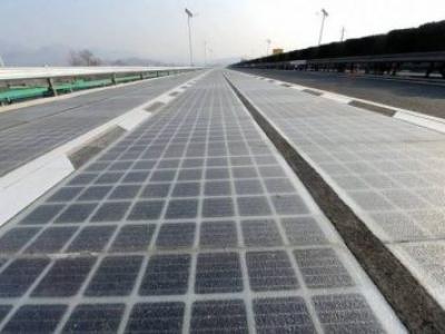 """China inaugura """"estrada solar"""" que absorve luz para converter em eletricidade"""