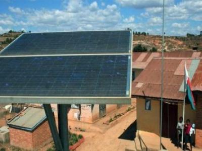 Brasil já tem escola pública movida energia solar