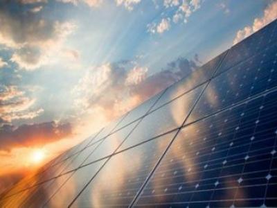 ENERGIA SOLAR EM GRANDE EXPANSÃO NO NOSSO PAÍS TROPICAL (10 X MAIS EM 1 UM ANO)