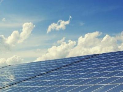 O custo decrescente da bateria pode empurrar a energia eólica e solar para 50% da geração de energia