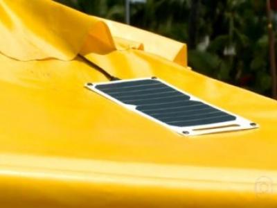 Estudantes instalam placas solares de energia em barracas de praia de Maceió