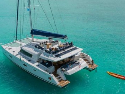 O barco movido a energia solar que é também um coworking para aventureiros