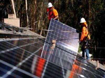 Como proceder para limpar os painéis solares fotovoltaicos e aumentar a eficiência
