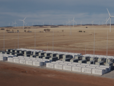 Bateria de 100 MW na Austrália impede interrupção em usina solar e eólica