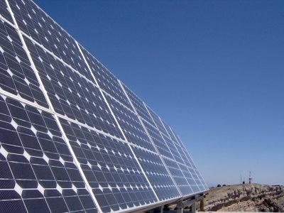 Moçambique assina acordo com franceses para central solar de 50 milhões