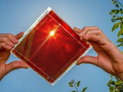 Cientistas trabalham em painel solar líquido