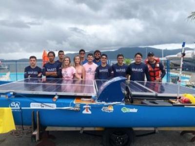 Com barco movido à energia solar, alunos da UEA conquistam quarto lugar em competição nacional
